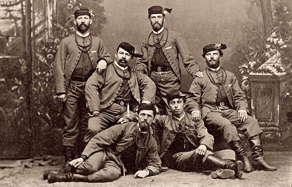 Sokolové v kroji (https://cs.wikipedia.org/wiki/Sokol_(spolek))